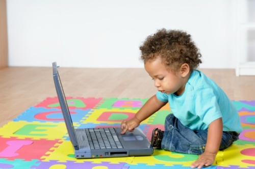 toddler-on-laptop