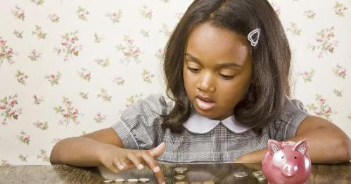 little-girl-counting-money